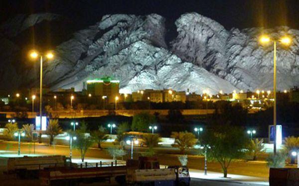 Gunung Uhud-Madinah dengan background Gunung Uhud di malam hari-2-jpeg.image