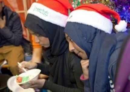 Karyawan Muslim pakai atribut natal-7-jpeg.image