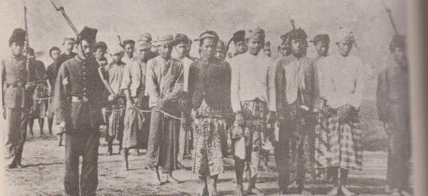 Hasil gambar untuk foto orang aceh terbunuh belanda