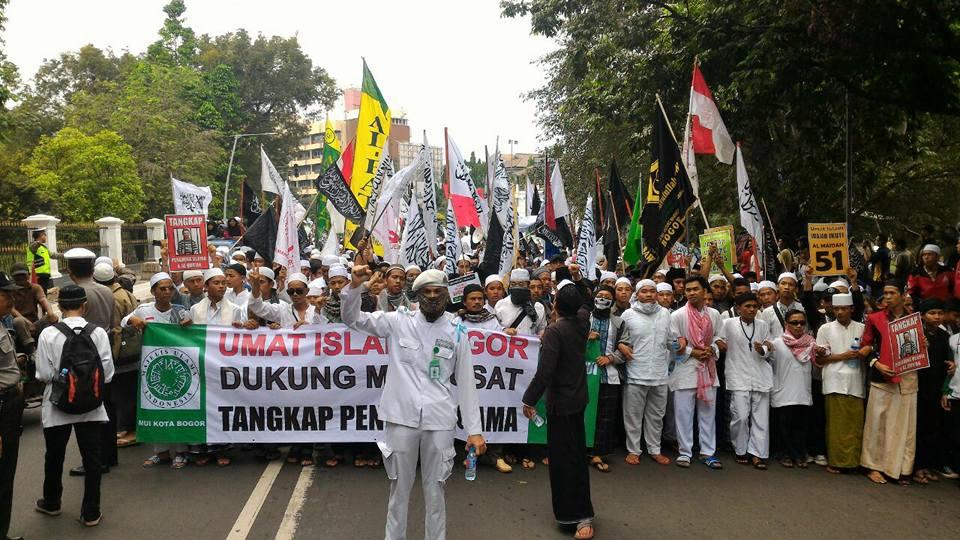 Ribuan Umat Islam Bogor Bergerak dari Masjid Raya ke Balai Kota Tuntut Ahok Diadili - Salam Online